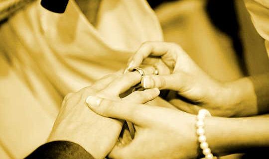 تظهر الأبحاث أن الزواج يجعل الرجال أكثر بدانة