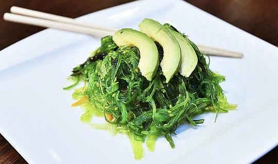 將藻類和海藻放在菜單上可以幫助節省我們的海鮮