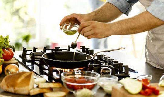 Adakah Ia Buruk Untuk Kesihatan Anda Untuk Makan Makanan Goreng Dalam Minyak Zaitun?