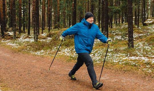 Le plus vite vous marchez, le meilleur pour la santé à long terme - surtout que vous vieillissez