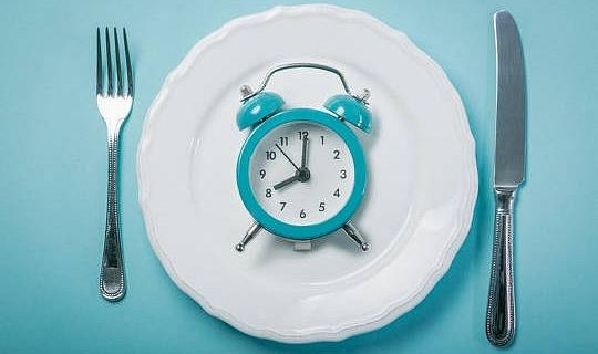 Är intermittent fastande något bättre än konventionell diet för viktminskning?