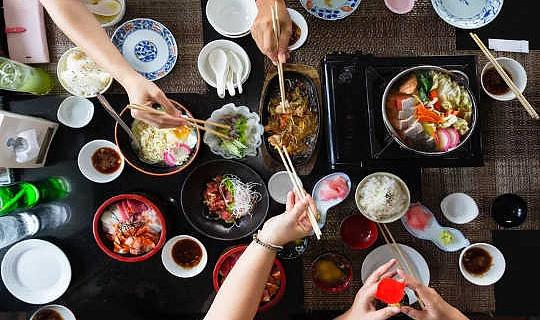 المطاعم لا تطعمنا فقط ، إنها تشكل تفضيلاتنا الغذائية