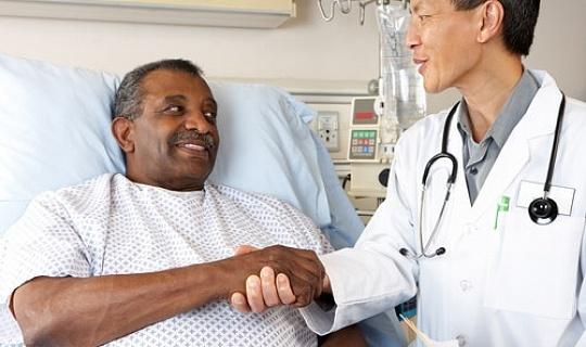 يحتاج الأطباء إلى التحدث من خلال خيارات العلاج بشكل أفضل للرجال السود المصابين بسرطان البروستاتا