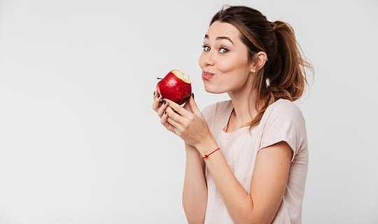 رشح العسل ، والسبانخ ، والتفاح اللامع - بعض الحقائق المدهشة حول طعامك