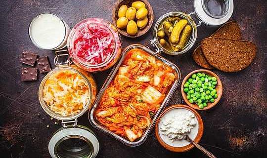Kombucha و Kimchi و Yogurt: كيف يمكن أن تكون الأطعمة المخمرة ضارة بصحتك