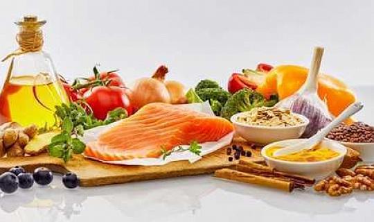 Mediterrane Ernährung erhöht Darmbakterien im Zusammenhang mit gesundem Altern bei älteren Erwachsenen