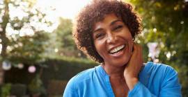 Горячие вспышки? Ночные поты? Прогестерон может помочь уменьшить симптомы менопаузы