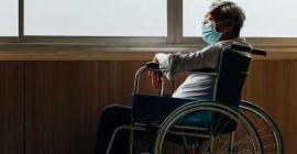 У людей, чувствующих себя одинокими, более вероятно ухудшение психического здоровья