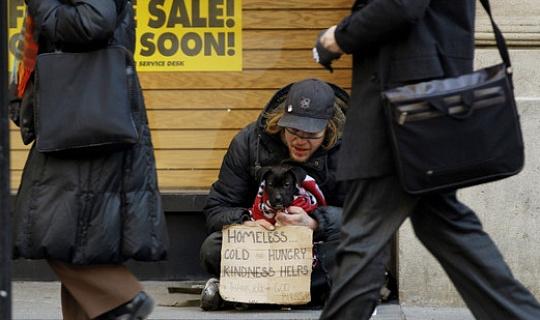 क्यों गरीबी के तनाव एजिंग से जुड़ा हुआ है शहरी गरीबों में