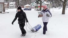 Die lewering van gebottelde water in Flint in Januarie. Michigan State Polisie / Flickr, CC BY-ND