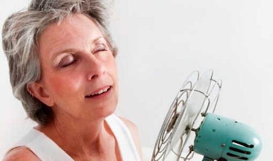 क्यों महिलाओं में रजोनिवृत्ति के माध्यम से जाना है?