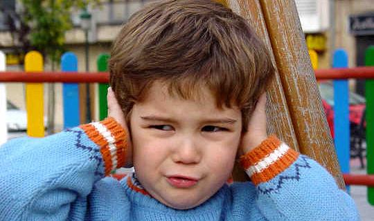 Vissa barn som kämpar för att läsa eller skriva kan faktiskt ha hörselproblem