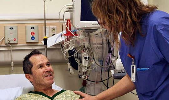 कैसे कैंसर की देखभाल में दया एक अंतर कर सकते हैं