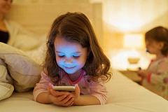 Hoe Lig in die nag kan Circadiese ritmes in kinders versteur