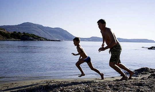 हां, आपके बच्चे पूरे दिन दौड़ सकते हैं - उन्हें सहनशक्ति एथलीटों की तरह मांसपेशियों को मिला है