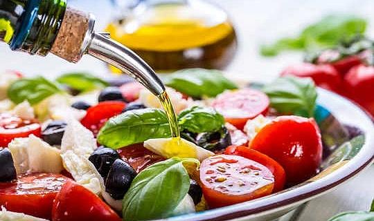 एक भूमध्य आहार महिलाओं में स्ट्रोक जोखिम को कम करता है
