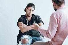 Preguntas de 6 que puede hacerle a un ser querido para ayudarlo a detectar el riesgo de suicidio