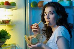 ¿Comer de noche te hace la grasa?