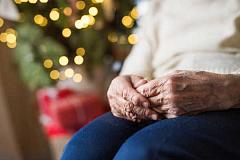 Cómo una aplicación puede ayudar a combatir la soledad en personas mayores en Navidad