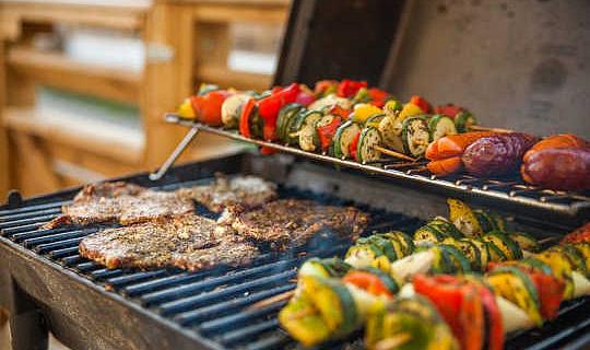 誰が最も長く生きる:肉食師または菜食主義者?