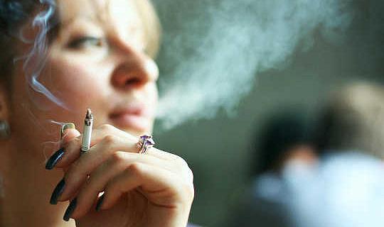 ¿Aumentan las probabilidades de dejar de fumar las drogas, las encías o los parches?