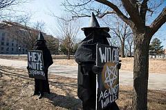 Guerra das bruxas onde a mulher é acusada enquanto os homens reivindicam o status de vítima