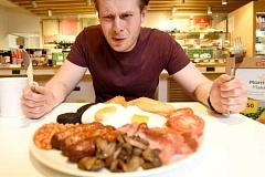 ¿Saltarse el desayuno te ayudará a perder peso?