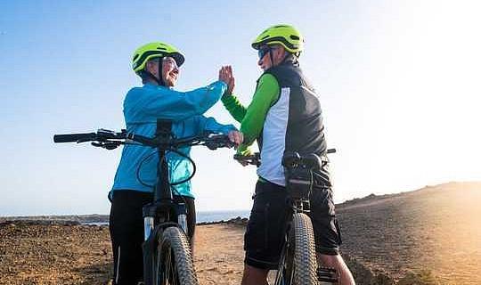 Elektriese fietse kan ouer mense se geestelike prestasie en hul welstand verhoog