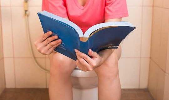 शौचालय जाने के लिए सबसे अच्छा तरीका क्या है - बैठना या बैठना?