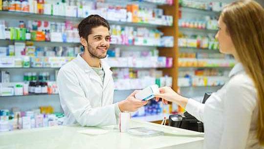 ¿Por qué no pagar a los farmacéuticos para mejorar nuestra salud, no solo suministrar medicamentos?