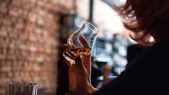 脳の大きさはどのように人々がより多くを飲む傾向があるか