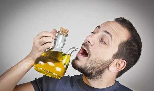 Die Middellandse See-manier na 'n lang lewe - drink elke dag 'n glas olyfolie
