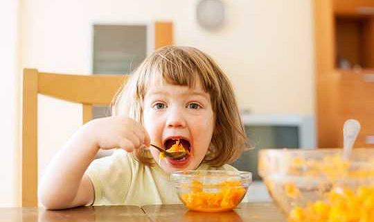 Finns det några hälsokonsekvenser för att uppfostra ditt barn som vegetarian, vegan eller pescatarian?