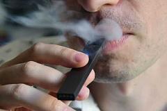 Meer Volwassenes Dink Onwettig Vaping Is Erger As Sigarette