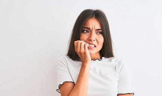 کیوں پریشان کن نوعمر لڑکیوں کو کھانے کی خرابی کی علامات کے زیادہ خطرہ ہیں