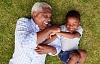 वृद्धावस्था: कैसे हमारी पुरानी घड़ियाँ धीमी हो जाती हैं जैसे हम बूढ़े हो जाते हैं