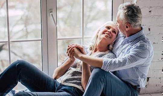 Frauen, die weniger Sex haben, treten früher in die Wechseljahre ein