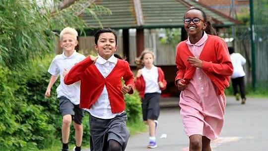 إن إدارة أي ميل في اليوم يمكن أن تجعل الأطفال أكثر صحة - وإليك كيف يمكن للمدارس أن تجعل الأمر أكثر متعة