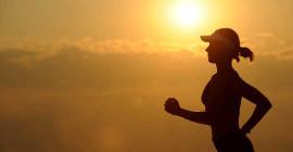 अत्यधिक गर्म मौसम में सुरक्षित रूप से व्यायाम करने के लिए 6 तरीके