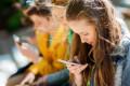 Hay riesgos de salud mental para las niñas que pasan más de una hora al día en las redes sociales