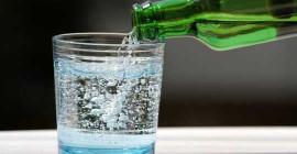 کیا آپ کے لئے چمکنے والا پانی خراب ہے؟