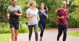 Wat is beter vir geestesgesondheid, spansport of alleen oefening?
