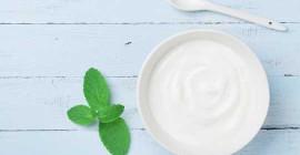 Cancro al seno: mangiare yogurt potrebbe aiutare a costruire il microbioma naturale