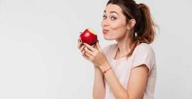 بہہ رہا شہد ، پیارے پالک اور چمکدار سیب - آپ کے کھانے کے بارے میں کچھ حیرت انگیز حقائق