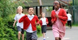 Att köra en mil om dagen kan göra barn friskare - Så här kan skolor göra det roligare